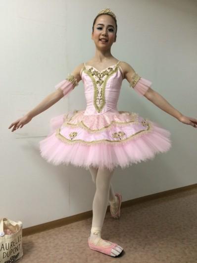 これから踊ります! ピッタリの衣裳は先輩にお借りして(喜)。