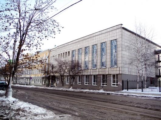 ロシア国立ペルミバレエ学校の外観。窓ガラスにダンサーの絵が・・・